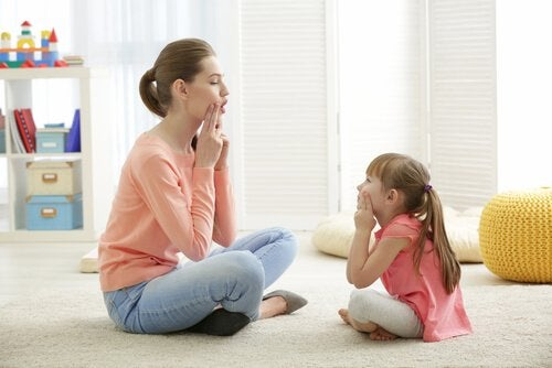 Çocuklar Kelimeleri Yanlış Telaffuz Ettiğinde Ebeveynlerin Yaptığı Hatalar