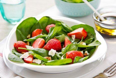 Hamileliğin ilk üç ayı boyunca tüketilebilecek salatalar