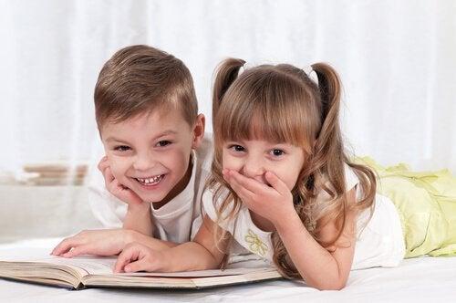 okumayı öğrenen çocuklar