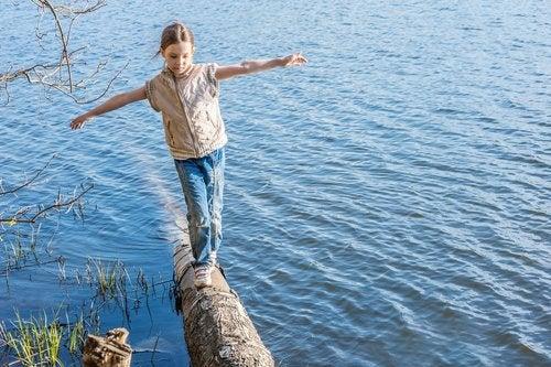 Çocuklarda denge problemi yaşanmaması için yaptırılabilecek bir egzersiz