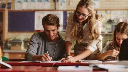 ders çalışan gençler