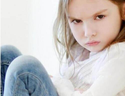 negatif duygular yaşayan kız