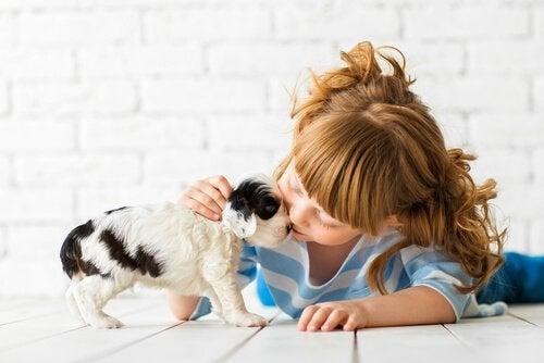 Çocuklarda Duygusal Eğitim: Aşamaları, Çeşitleri ve Yöntemleri