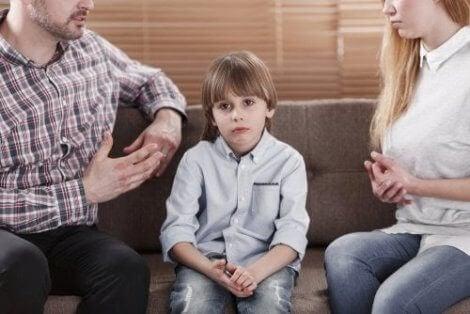Aşırı eleştirel ebeveynler ve çocukların hissettiği baskı