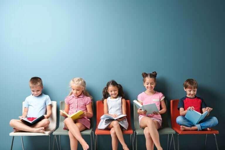 Duvar önünde dizilmiş oturarak kitap okuyan çocuklar