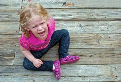 2 yaş sendromu yüzünden sinir krizi geçiren kız