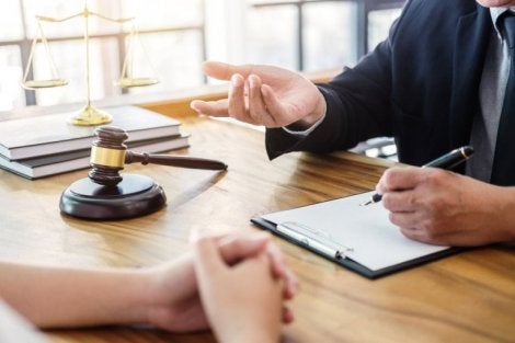 Aile hukuku avukatı ve danışanı