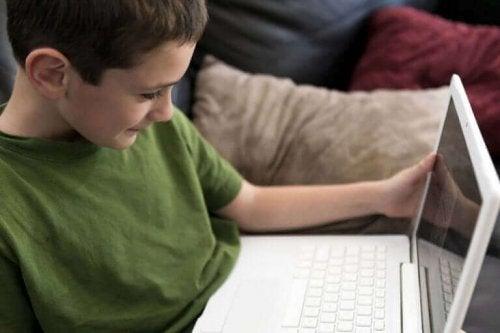 Çocuklarımızın İnternet Erişimini Nasıl Kontrol Etmeliyiz