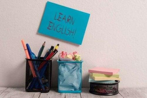 İngilizce öğrenin yazılı kağıt