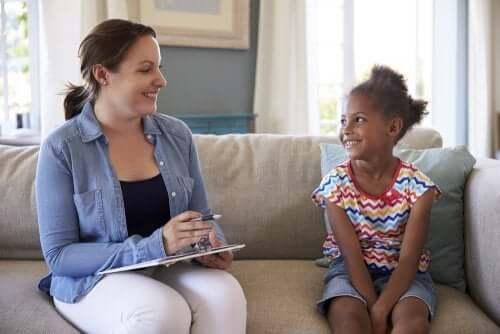 Kız çocuğu ve psikolog