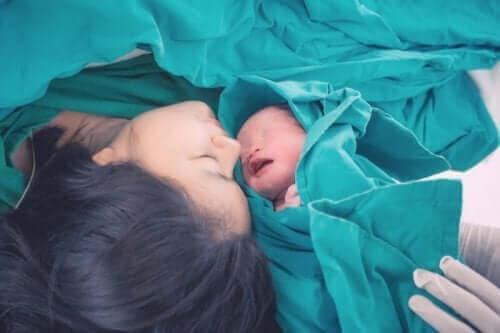 doğum yapan kadın