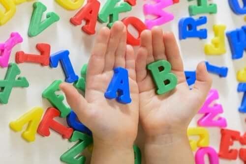 Çocuklarda Dil Edinimi ve Bunu Destekleyen 5 Davranış
