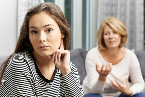 annesiyle tartışan reşit kız