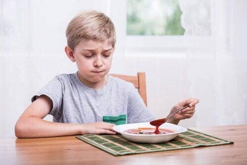 yemeğinden nefret eden çocuk