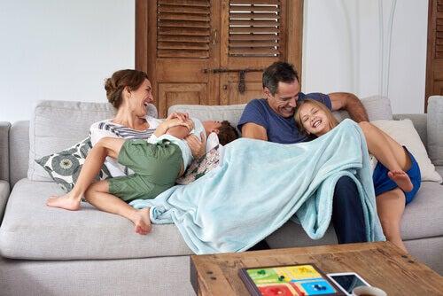 ailece zaman geçirmek