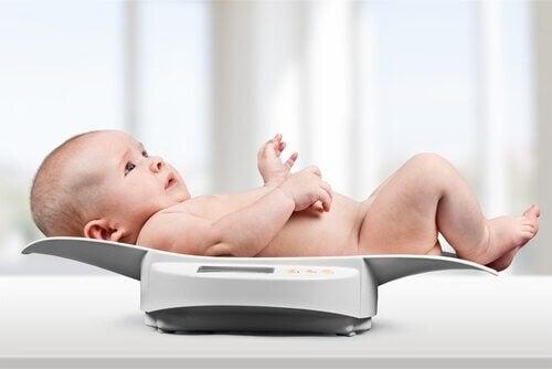 çocuğun ağırlığını ölçmek