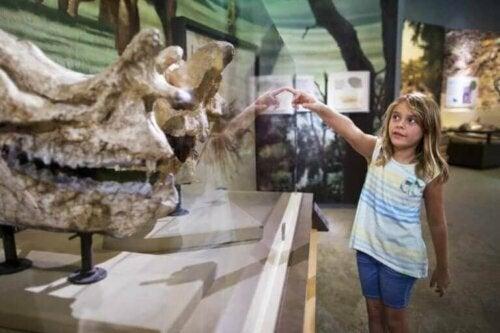 müzeye giden çocuk