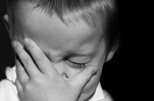 Ağlayan bir çocuk