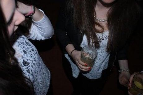 alkol alan gençler