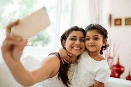 anne kız selfie