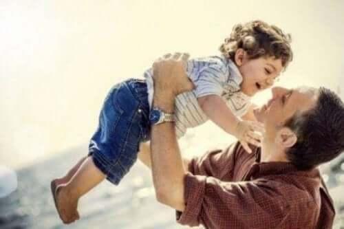 Orada Olmayan Baba Değil, Çocuklarının Yanında Olan Bir Baba Olun