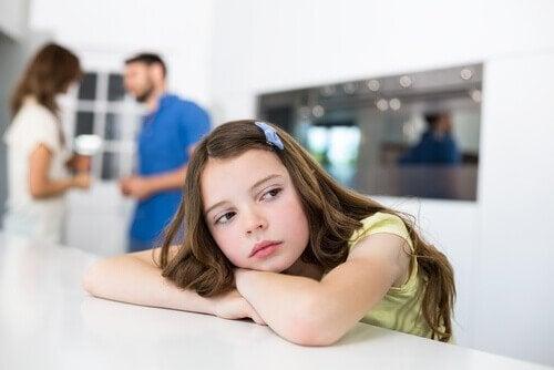 Canı sıkılan kız çocuğu