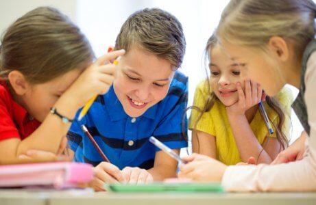 ders çalışan çocuklar