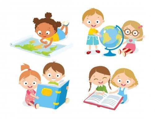 kürelere ve atlaslara bakan çocuklar