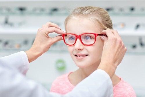 Çocuğunuzun Gözlük Takması Gerekiyor Mu?