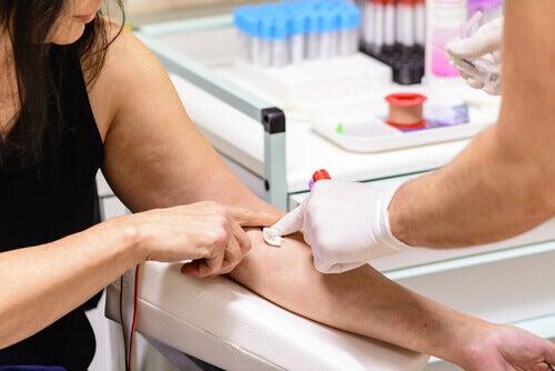 Kadının kan grubu belirleniyor
