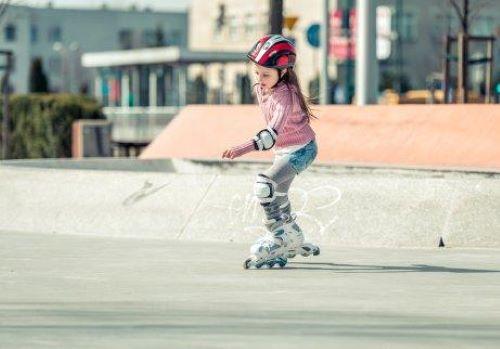 kayak yapan kız çocuğu