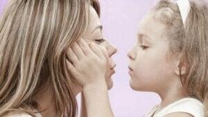 Kız annesini seviyor