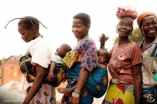 Kongolu anneler ve bebekleri