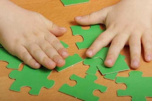 yeşil puzzle parçaları