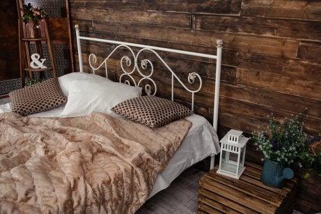 demir başlıklı yatak