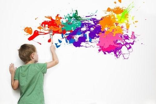 boyama yapan çocuk