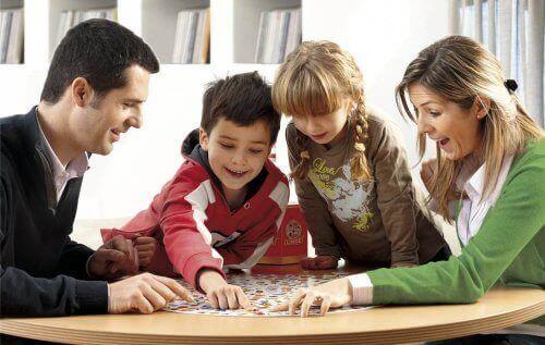 Ailecek oynanan bir oyun