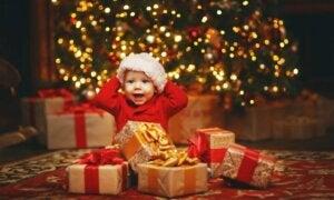 Bebek, ağaç ve hediyeler