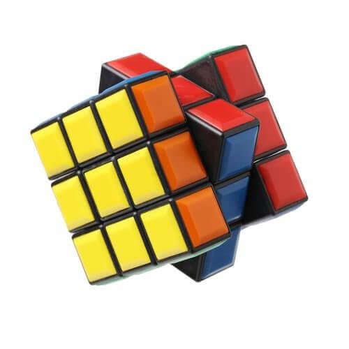 Rubik Küp Çözmenin Çocuklar İçin Faydaları