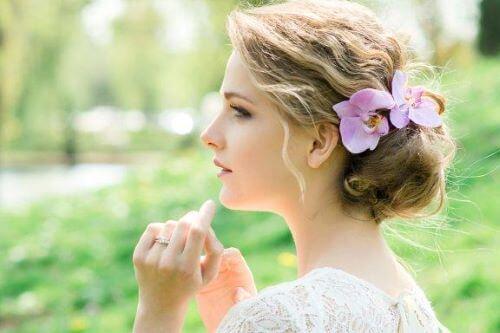Gelin Başı Aksesuarı: Çiçekli Romantik Stiller