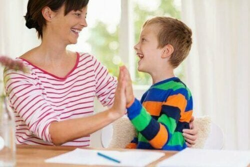 Mutlu Çocuklar Yetiştirmek İçin Olumlu Talep Yöntemini Kullanmak