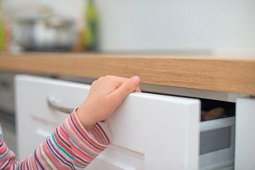 Çocuğunuz Parmağını Bir Yere Sıkıştırırsa Ne Yapılmalı?