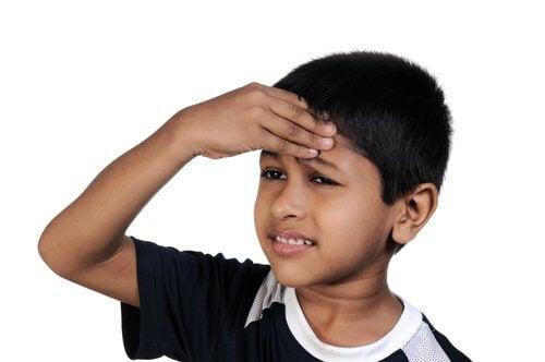 diş ağrısı çeken çocuk