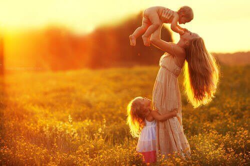 çocucklar anne gün batımı