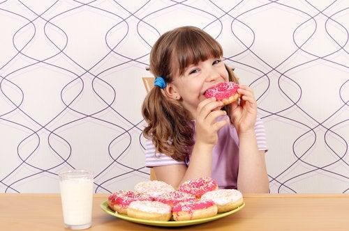 donut yiyen kız
