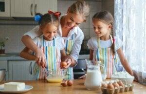 Kek yapan bir aile