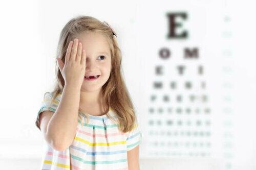 Çocuklarda Tembel Göz: Sebepleri, Semptomları ve Tedavisi