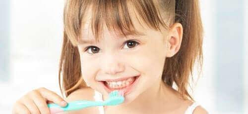 Çocuklar Dişlerini Ne Zaman Fırçalamaya Başlamalı?