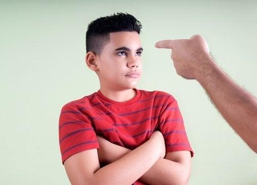 çocuğuna kızan baba