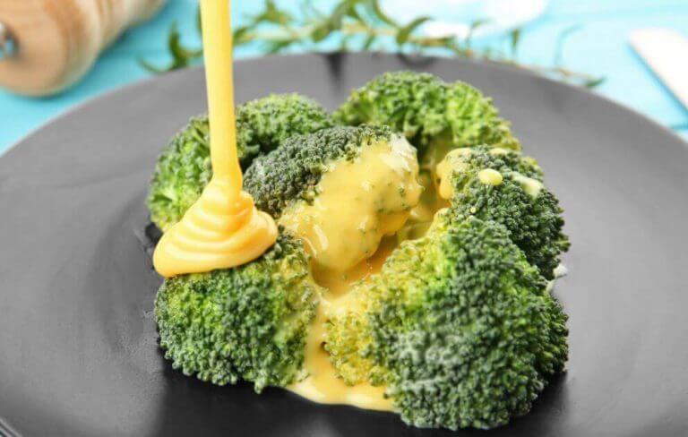 Hamileliğin son üç ayı için brokolili peynirli tarifler